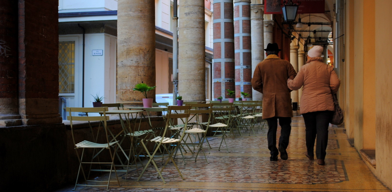 Užite si kávu na terase, hoci je február.