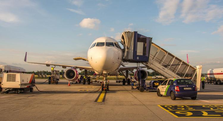 letisko wizzair lietadlo