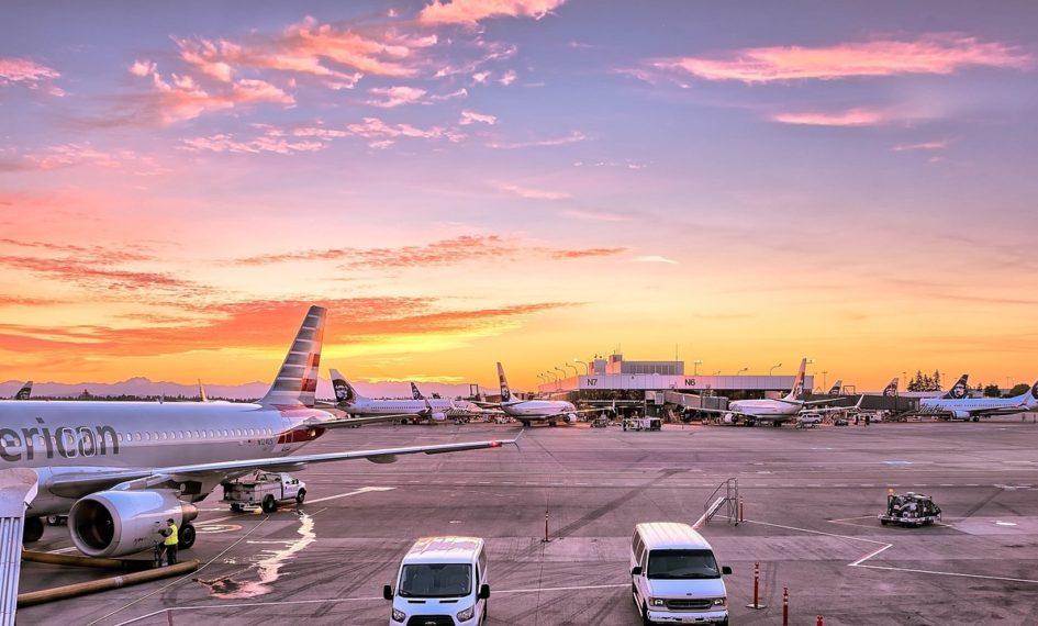 airport-1553958_1280