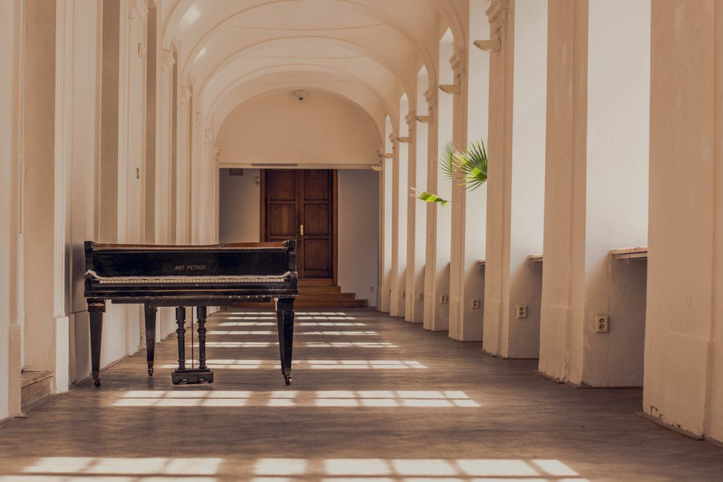 moravská galérie interiér klavír
