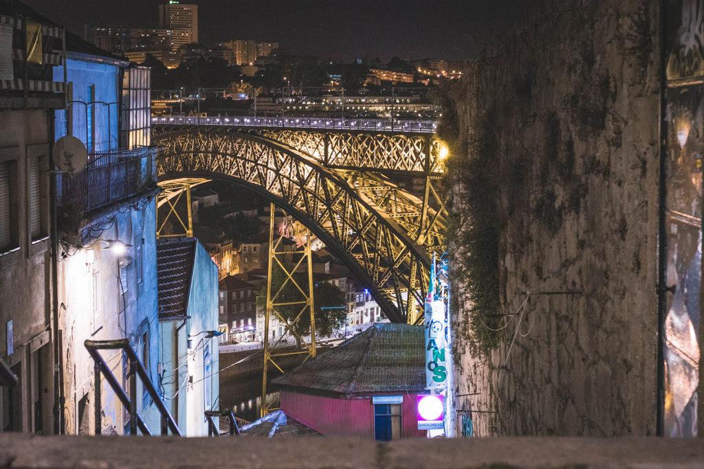 eiffelov most v noci v porte
