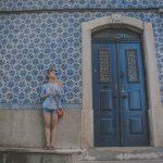 modré azulejos v uliciach aveiro