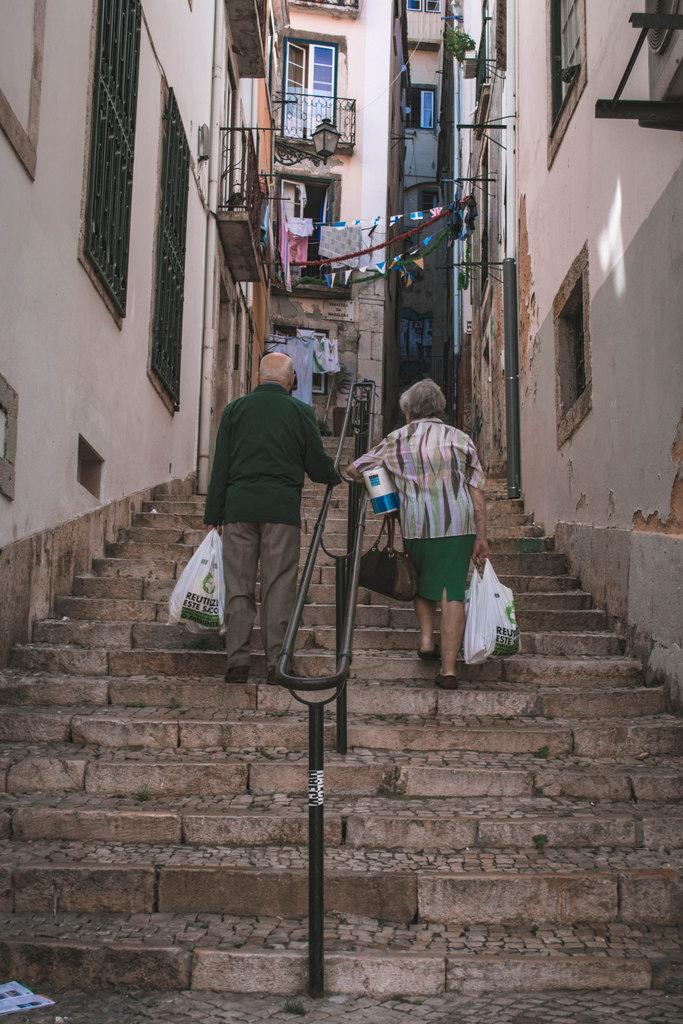 schody lisabon dôchodcovia