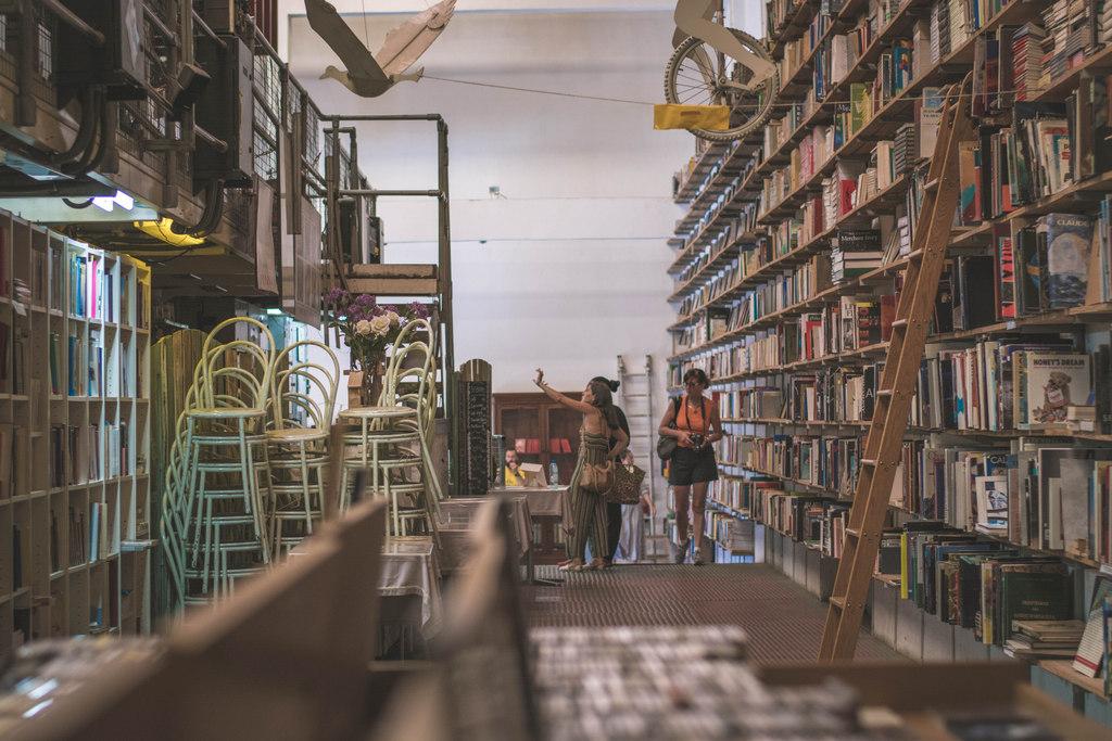 Livraria Ler Devagar v Lx Factory lisabon
